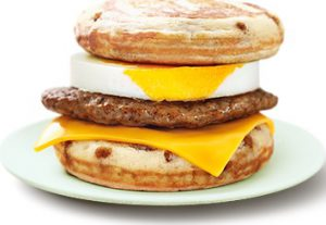朝マックの「マックグリドルソーセージエッグ」