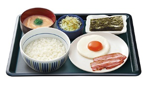 なか卵「目玉焼きベーコン朝定食」