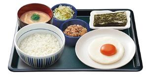 なか卵「目玉焼き牛小鉢朝定食」