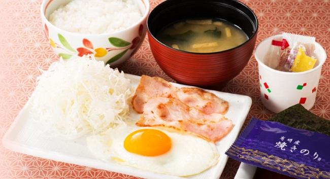 デニーズモーニング和朝食「ベーコンエッグ朝食」